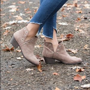 CHINESE LAUNDRY CATT CUTOUT BOOTIE - TAUPE